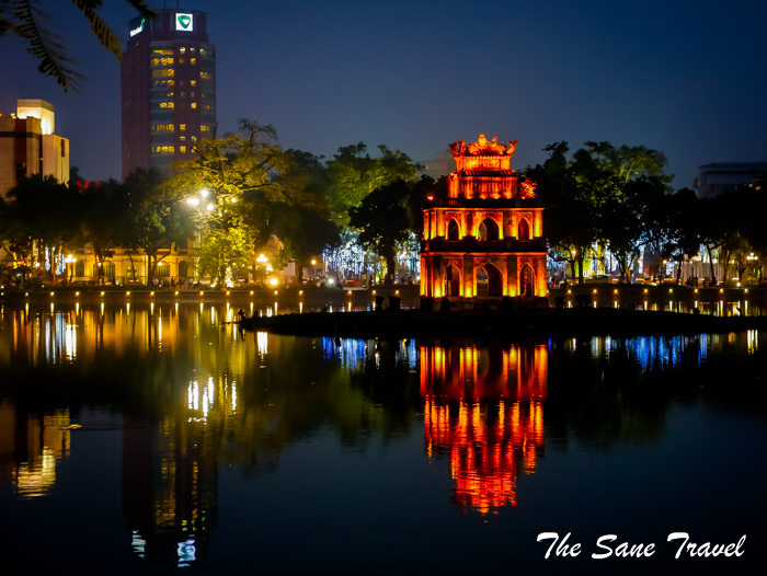 2 hanoi at night www.thesanetravel.com