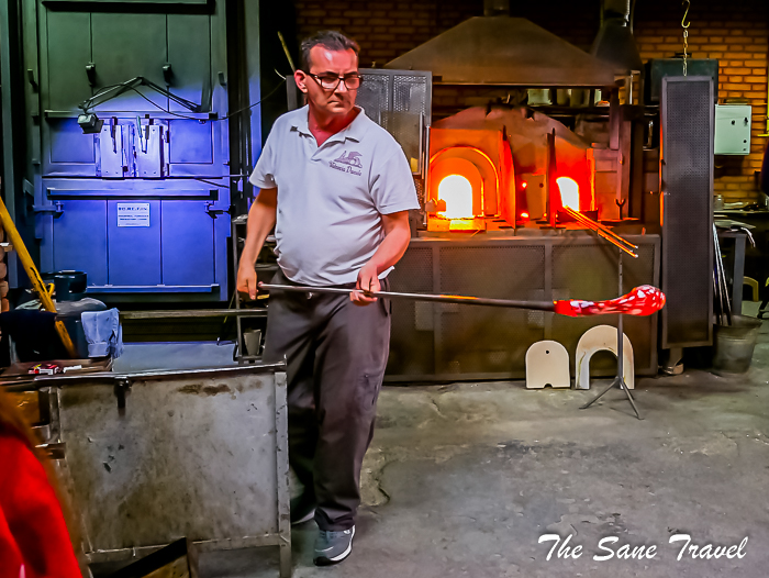 21 glass blowing murano www.thesanetravel.com 1250514